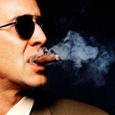 Can I smoke inside restaurants or bars in Tallinn?